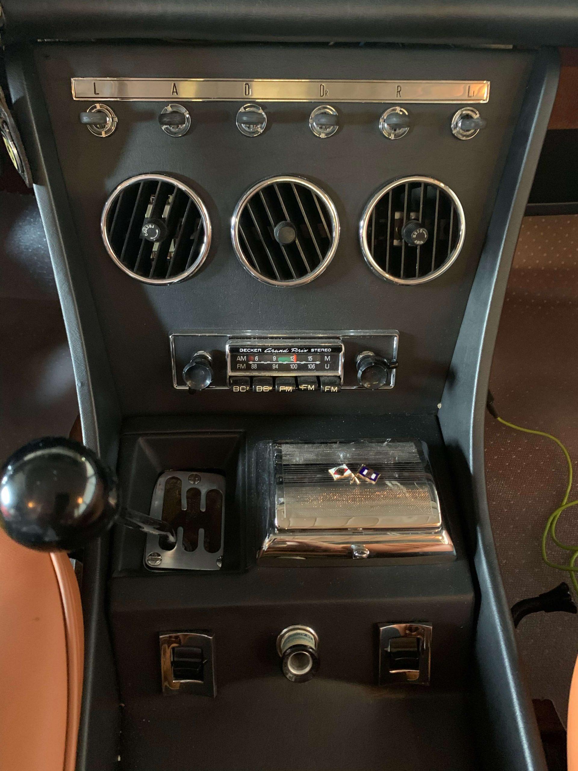 Ferrari 330 GTC Center console