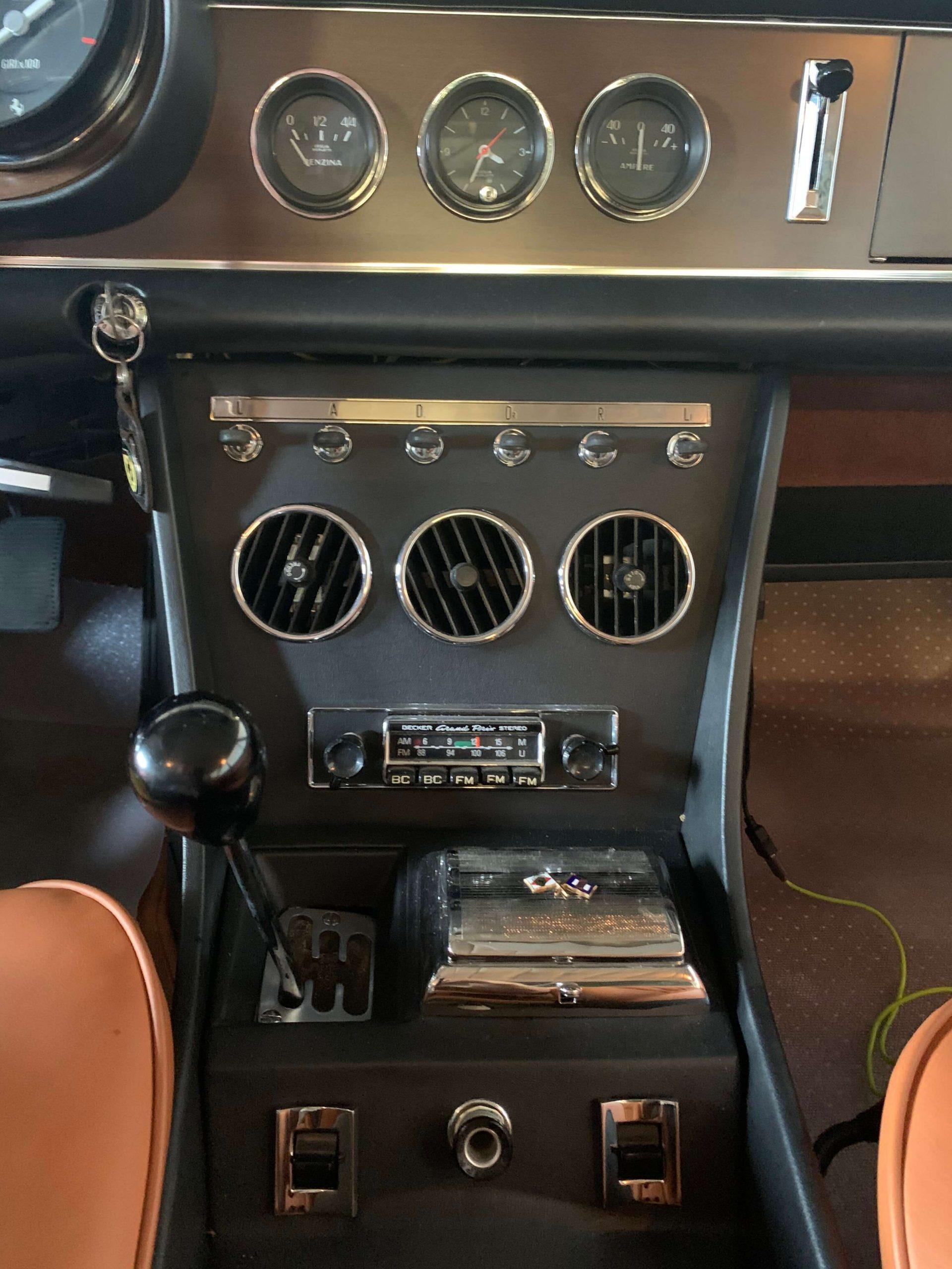 Ferrari 330 GTC Center console 2