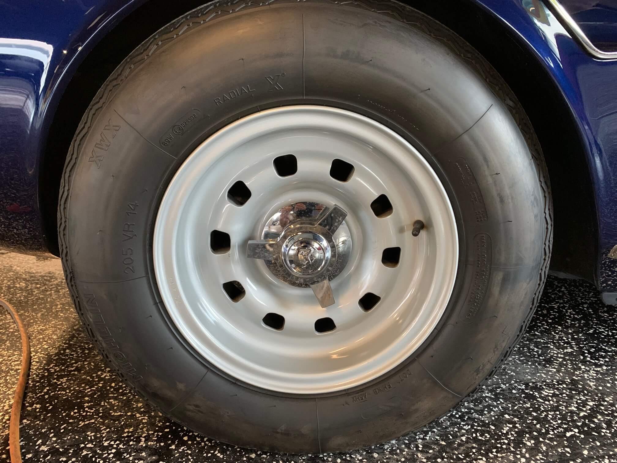 Ferrari 330 GTC Left front wheel & tire