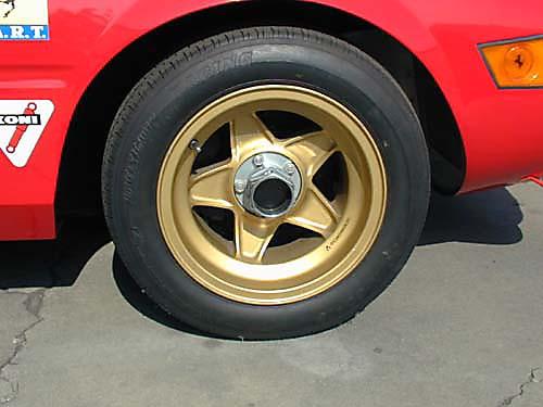 Ferrari 365 GTB4/C Comp Daytona driver front tire